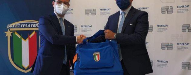 Sicurezza sul lavoro: consegnata al presidente di Federdat la maglia della Nazionale Safetyplayers